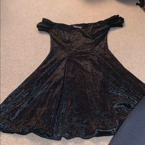 Black velvet dress size small never worn